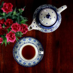 Set teapot + cup with a plate